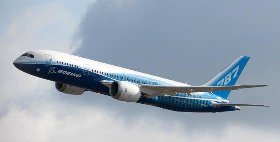 """Eine Boeing 787 """"Dreamliner"""": Fluggesellschaften, deren Maschinenmit vereisungsanfälligen General-Electric-Triebwerken ausgerüstet sind, sollen Gewitter großräumig umfliegen."""