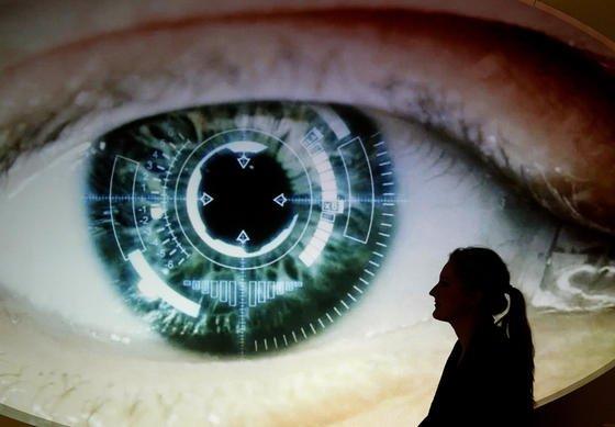 Immer wieder neue Informationen über das Ausmaß der NSA-Spionage: Nach Dokumenten, die Edward Snowden einem niederländischen Medium vorgelegt hat, soll der Geheimdienstweltweit über 50.000 Computernetzwerke mit Schadsoftware infiltriert haben, um an nicht-öffentliche Informationen zu gelangen.