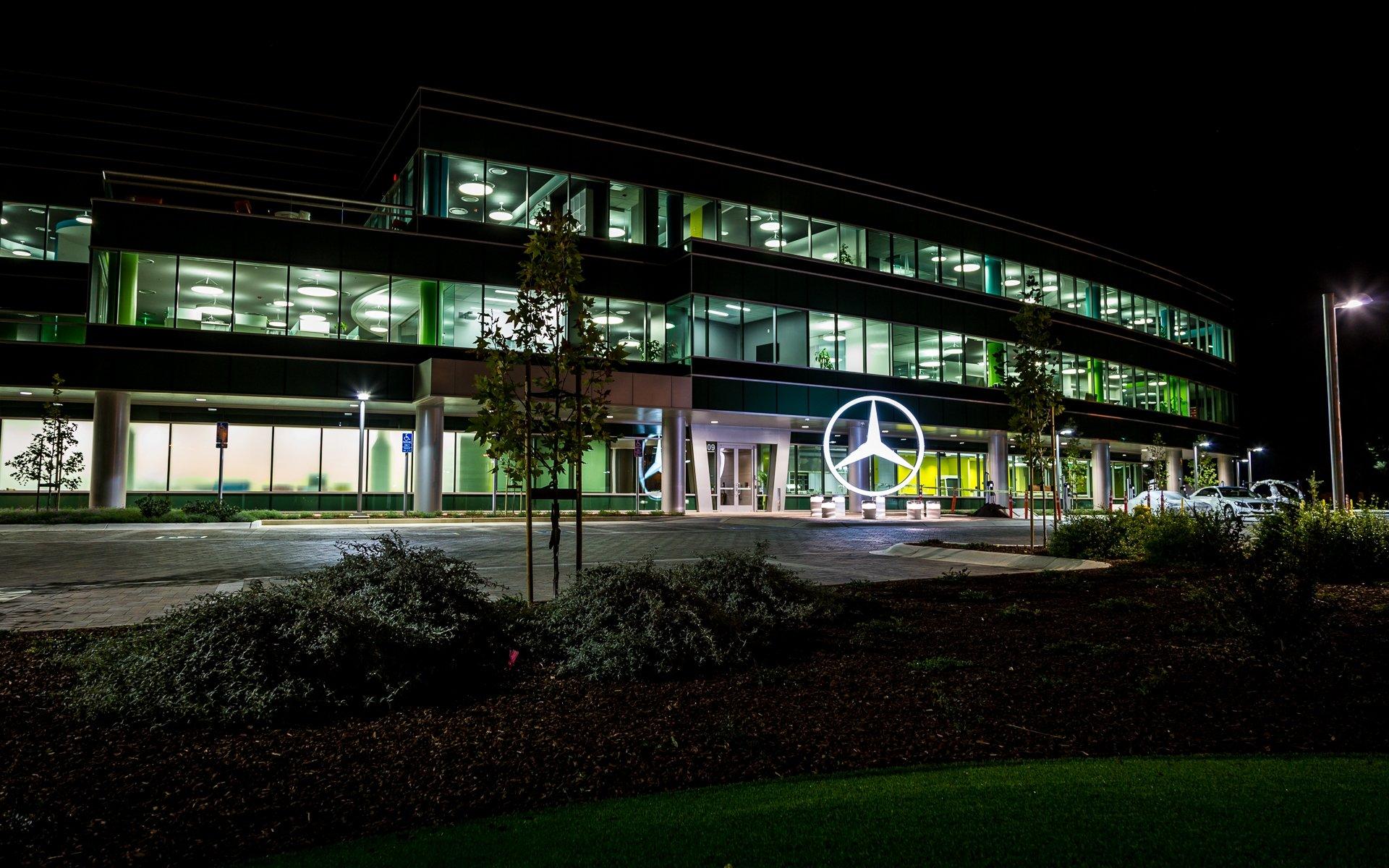 Neues Mercedes-Benz-Entwicklungszentrum in Sunnyvale, Kalifornien: Daimler will 30 neue Modelle bis 2020 entwickeln, um seine Konkurrenten Audi und BMW zu überholen.