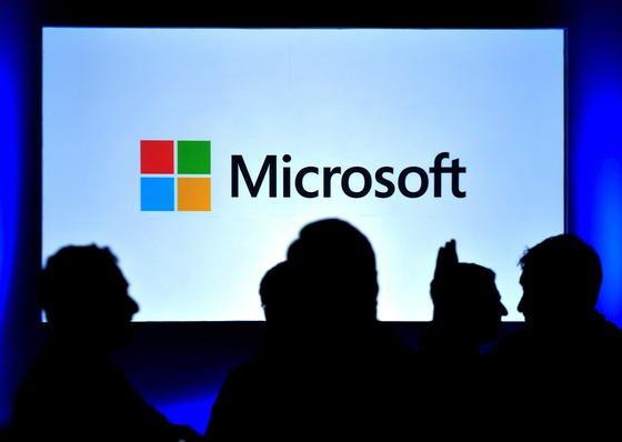 Noch im Dunkeln: Microsoft will die Zahl seiner Betriebssysteme für mobile Geräte reduzieren.Die Zukunft von Windows RT ist ungewiss.