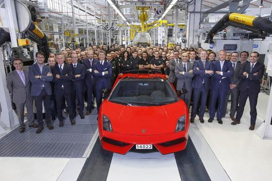 Der letzte Lamborghini Gallardo mit der Stückzahl 14.022 ist diese Woche vom Band gelaufen. Sein Nachfolger, der Lamborghini Cabrera, soll nächstes Jahr vorgestellt werden. Das Auto dreht gerade Testrunden auf dem Nürburgring in der Eifel.