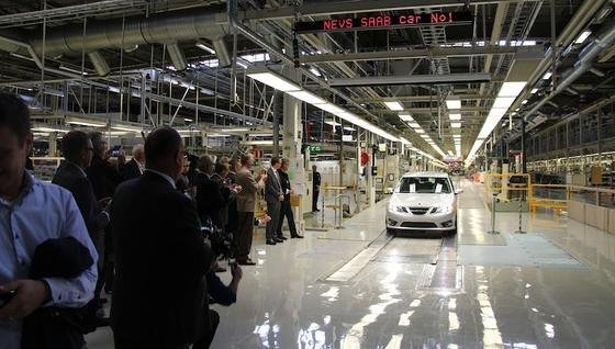 In der schwedischen Saab-Fabrik läuft wieder das Modell 9-3 vom Band. Die ersten Exemplare sollen nach China exportiert werden.