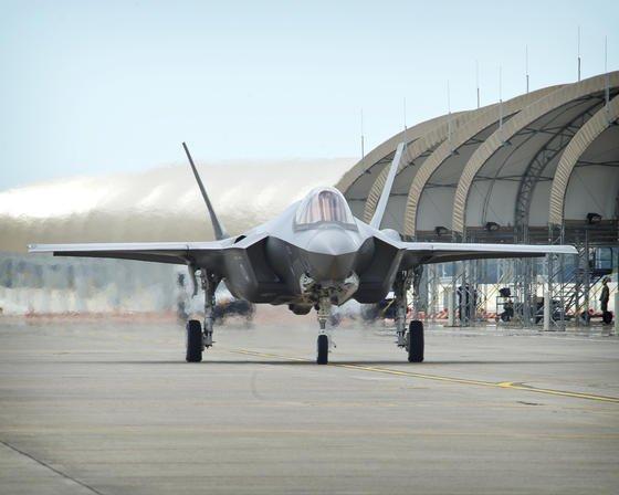 Die Lockheed Martin F-35 dürfte das erste Kampfflugzeug sein, in das Laserwaffen eingebaut werden. Die F-35 wird in Europa von Großbritannien, Italien, Norwegen und den Niederlanden eingesetzt.