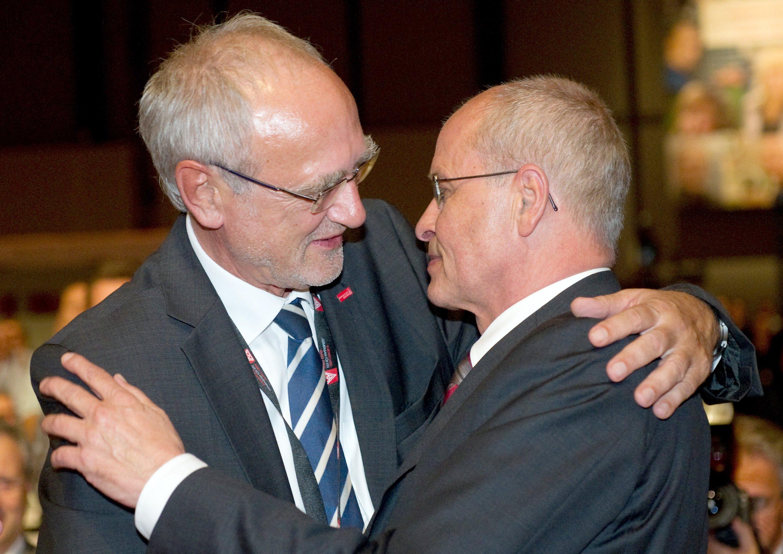 Der neue Chef der IG Metall, Detlef Wetzel (l.) und sein Vorgänger Berthold Huber: Wetzel hat nach seiner Wahl zum Chef der Gewerkschaft ein gesetzliches Verbot dienstlicher Mails und SMS nach Feierabend gefordert.