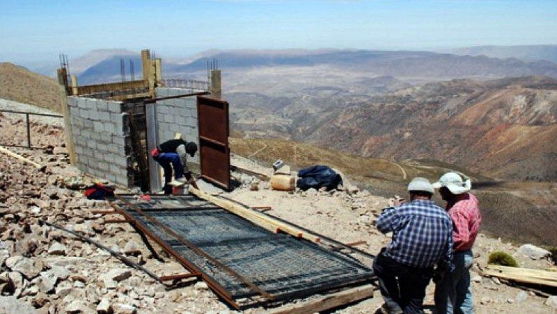 Eine geodynamische Beobachtungsstation des Plattengrenzen-Observatoriums Chile wird aufgebaut.