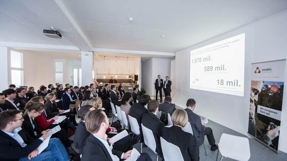 Evobis hat seine aktuelle Finanzierungsbilanz veröffentlicht. Das Foto zeigt eine Investorenkonferenz der bayerischen Gründerinitiative.