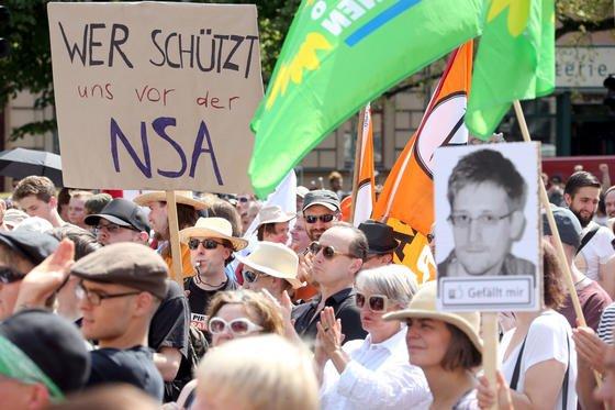 Mit der Spionagesoftware Co-Traveler soll die NSA Bewegungsprofile erstellen. Angeblich hat der US-Geheimdienst dafür Kabel angezapft, mit denen Mobilfunknetzwerke verbunden sind.