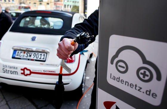 Beginnt das japanische Unternehmen Sekisui Chemicals wie geplant im Jahr 2015 mit der Produktion der neuen Batterien, könnten E-Autos deutlich günstiger werden und bessere Reichweiten erzielen.