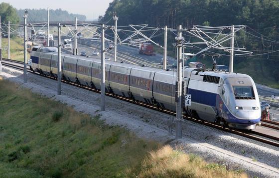 Die staatliche französische Eisenbahngesellschaft SNCF bietet jetzt in einigen Hochgeschwindigkeitszügen wie dem TGV Englisch-Unterricht an.
