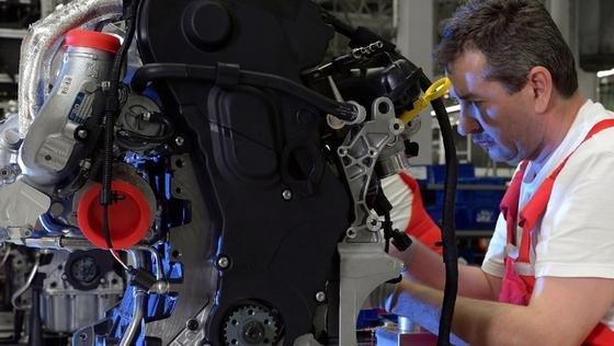 Audi ist beliebtester Arbeitgeber bei den Young Professionals. Bei der renommierten Universum-Studie gelang ein Doppelsieg bei den Ingenieuren und Wirtschaftswissenschaftlern. In der Sparte IT ist die Marke mit den vier Ringen einziger Automobilhersteller unter den ersten Drei.