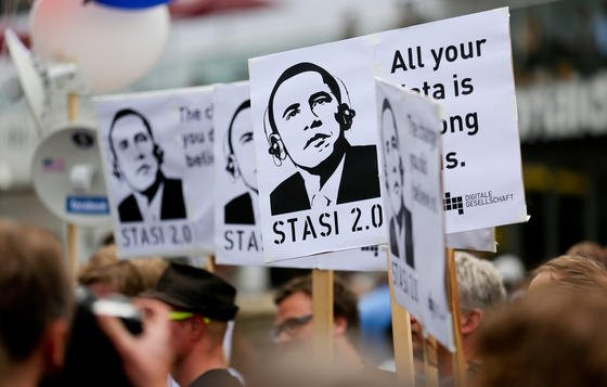Symbolbild: Große US-Internetdienste ziehen an einem Strang und wenden sich in einer gemeinsamen Kampagne gegen die Spionageprogramme der Geheimdienste.