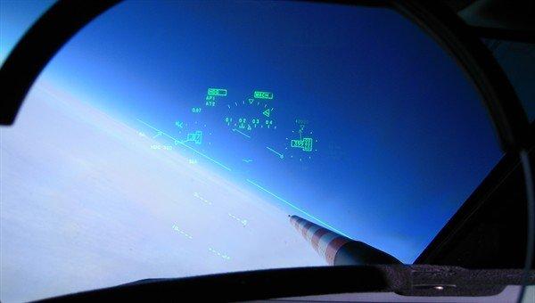 Blick aus dem Cockpit: Das rot-weiß-gestreifte Messinstrument reicht sehr nah an die zu untersuchenden Wolken heran.