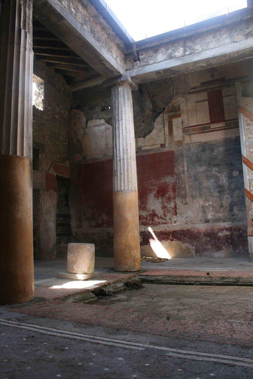 Die Überreste Pompejis sind den widrigen Umwelt- und Witterungseinflüssen meist ungeschützt ausgesetzt. Deutsche Forscher wollen deshalb Techniken entwickeln, um die Stadt vor der Zerstörung zu retten.