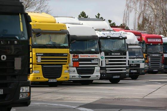 Eine neue Software speziell für Lkw-Fahrer kommt Mitte nächsten Jahres auf den Markt. Logi Assist versorgt die Trucker mit allen Hinweisen, die für die aktuelle Route nötig sind. Beispielsweise informiert das Programm rechtzeitig über freie Parkplätze.