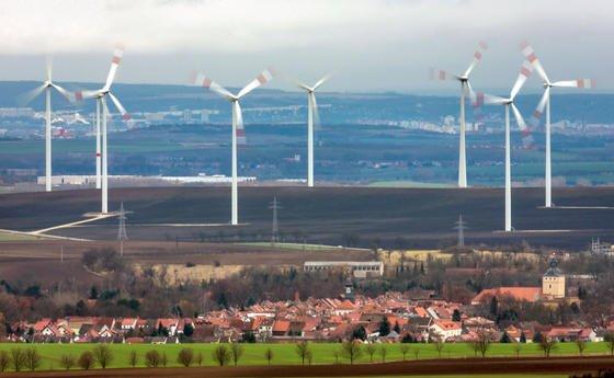 Windenergie in Deutschland verzeichnete 2013 die höchste Zubaurate seit zehn Jahren. Ende 2012 lag die Windkraft-Leistung in Deutschland bei 31,15 Gigawatt, bis Ende des Jahres wird sie um mindestens weitere 2,5 Gigawatt gestiegen sein.