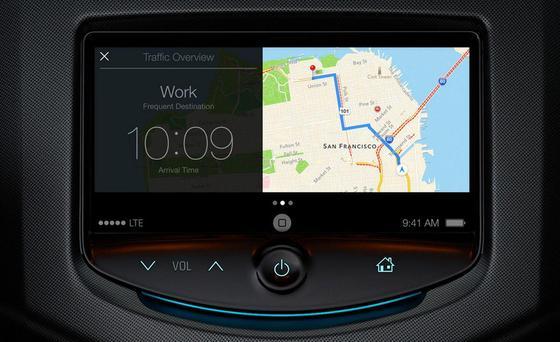 Apple arbeitet an einer Verknüpfung von Smartphones und Bordelektronik im Auto. Alle Funktionen des iPhone wären dann über den integrierten Bildschirm im Auto abrufbar, zum Beispiel die Verkehrslage auf der Strecke zur Arbeit.