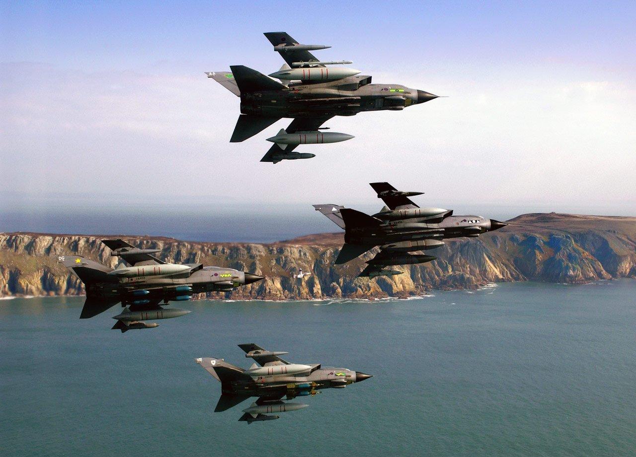Tornados vor der britischen Küste: Großbritannien will Wartung seiner Waffensysteme aus Kostengründen privatisieren. Derzeit sind damit rund 2800 Ingenieure beschäftigt.