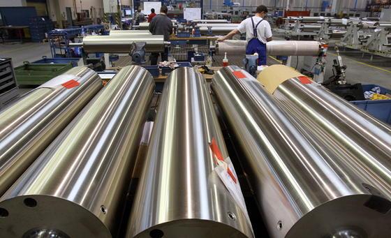 Der fränkische Druckmaschinenhersteller Koenig & Bauer baut massiv Stellen ab, um aus den roten Zahlen zu kommen. Das Unternehmen will in Zukunft vor allem profitable Spezialmärkte besetzen.