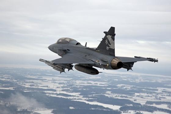 Der schwedische Rüstungskonzern Saab hat das Rennen um einen lukrativen Auftrag aus Brasilien gewonnen: Er soll für das südamerikanische Land 36 Kampfflugzeuge des Typs Gripen NG bauen.