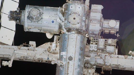 Blick auf die Internationale Raumstation ISS. Wegen eines Defektes hat sich eine Kühlpumpe abgeschaltet. Für diesen Samstag ist der erste Außeneinsatz zweier US-Astronauten zur Reparatur geplant. Ein weiterer Weltraumspaziergang steht an Weihnachten auf dem Programm der ISS-Besatzung.