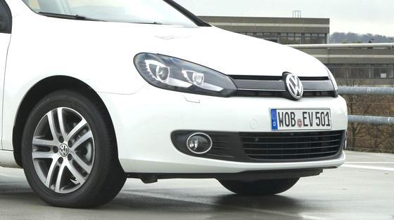 Der VW Golf misst sich mit dem Ford Focus.