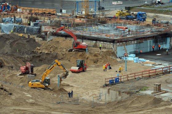 Auch auf dem Berliner schlossplatz wird intensiv gebaut.