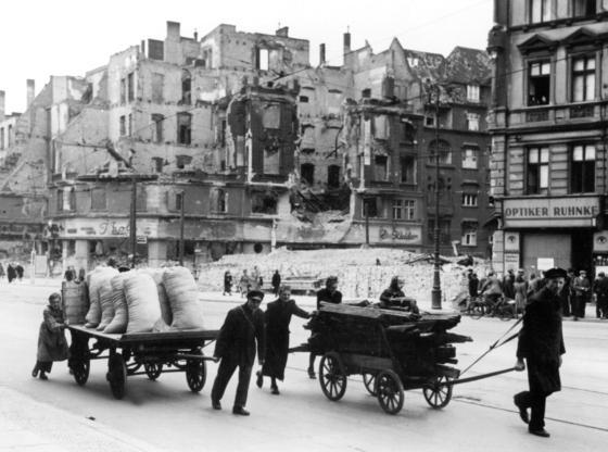 Viele zerstörte, deutsche Städte wurden maßgeblich durch die Nachkriegsarchitektur geprägt.
