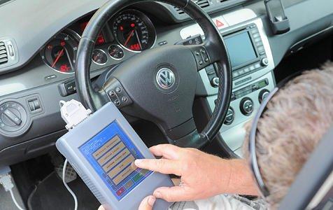 Tachomanipulationen haben drastisch zugenommen. Der ADAC schätzt, dass jährlich die Tachos von zwei Millionen Fahrzeugen manipuliert werden.