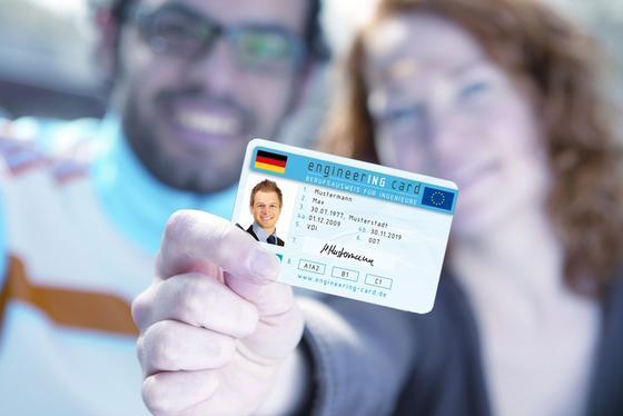 Die engineerING card erleichtert Ingenieuren in Europa die Arbeit im Ausland. Sie sorgt vor allem für die gegenseitige Anerkennung von Abschlüssen.