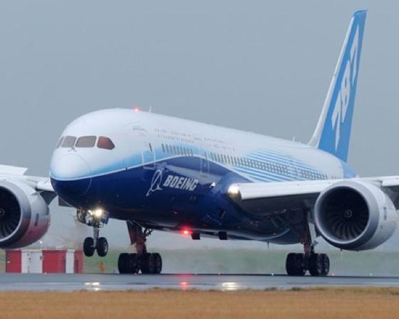 Seit fast einem Monat muss Boeings 787-Flotte am Boden bleiben, weil Anfang des Jahres in einer Maschine eine Lithium-Ionen-Batterie in Flammen aufging.