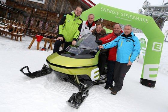 Den ersten elektrisch angetriebenen Schneebob präsentierten die FH Joanneum und die Energie Steiermark bei der Ski-WM 2013 in Schladming.