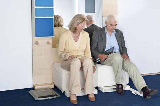 Die in einer Garderobe untergebrachte Technik kann sogar Vitaldaten überprüfen und feststellen, ob man Schuhe anhat, wenn man das Haus verlassen will.