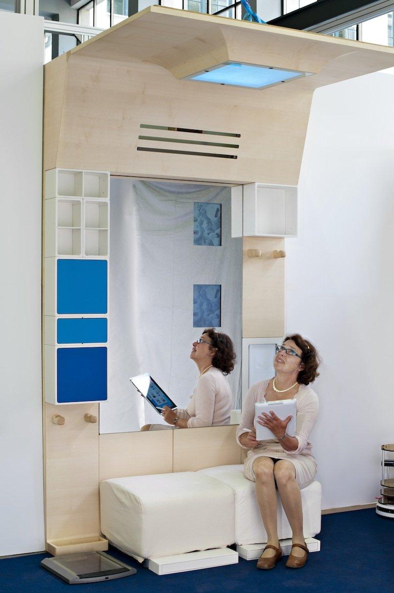 Die intelligente Garderobe der TU München hilft sogar bei der Suche nach verlegten Gegenständen. Möglich macht das moderne RFID-Technik.