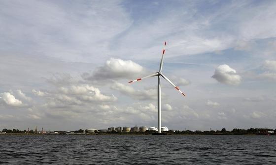 Forscher arbeiten an neuartigen Rotorblättern, die sich schnell an unterschiedliche Windstärken anpassen können. Dadurch wird die Effizienz der Windkraftanlagen erhöht.