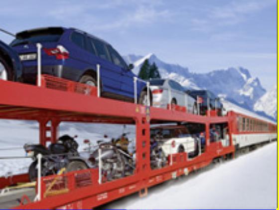 Mit dem Autozug geht es schnell und entspannt in die Winterferien.