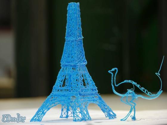 Mit einem neuartigen Stift lassen sich dreidimensionale Kunstwerke aus flüssigem Kunststoff erschaffen.