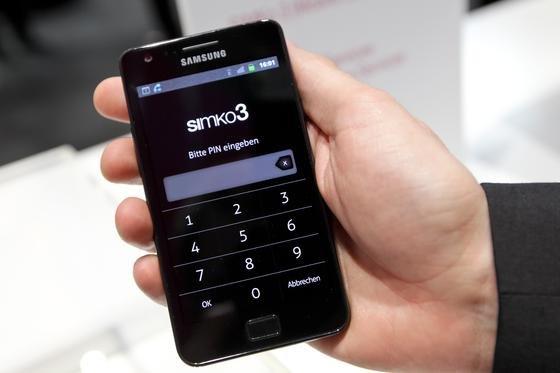 """Hochsicherheitstelefone für die Bundesregierung: Die Telekom nutzt für ihre """"Simko3"""" genannte Lösung Samsung-Telefone vom Typ Galaxy-S2 und S3. Die Düsseldorfer Secusmart bietet ein Blackberry Z 10."""