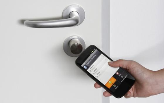 Mit dem Smartphone lassen sich auch Türen öffnen.Möglich macht dies die Übertragungstechnik NFC.