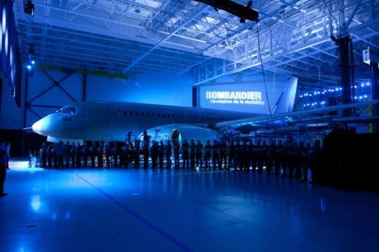 """Bombardier präsentiert die neue """"CSeries"""" im Werk Mirabel im kanadischen Quebéc"""