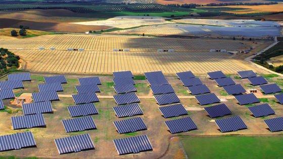 """Gildemeister hat im spanischen Espejo einen Solarpark mit 57 """"SunCarriern"""" und einer Gesamtleistung von 1,9 Megawatt installiert."""