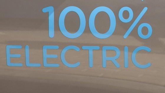 """Das """"BOmobil"""" der Hochschule Bochum fährt zu 100 % mit Elektroenergie."""