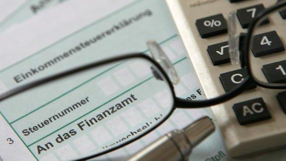 Jedes Jahr neu: Auch für die Einkommenssteuererklärung 2012 gilt es, neue Regeln zu beachten.