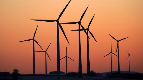 Erneuerbare Energiequellen bringen frischen Wind in die Stromnetze. Das spürt auch Holger Müller, der bei Siemens die strategische Netzplanung organisiert.