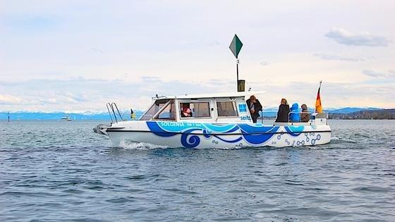 Auf ihrem Forschungsschiff Solgenia experimentieren die Forscher mit zwei Antrieben:mit zwei Brennstoffzellen mit jeweils 1,2 kW und einem Photovoltaikgenerator. Mit einer Tankladung Wasserstoff fährt das Schiff derzeit 60 Kilometer weit.