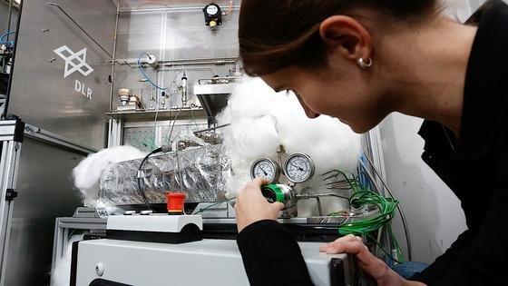 Versuchsanlage des Wasserstoff-Tanks beim DLR-Institut für Technische Thermodynamik in Stuttgart.