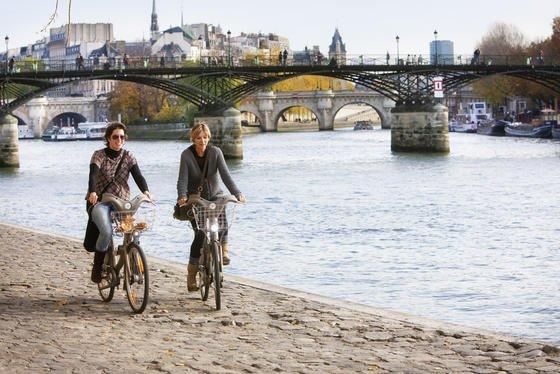 In den letzten Jahren haben die Pariser das Radfahren entdeckt. Das kommunale Leihradsystem Velib bietet allein 20.000 Räder in der ganzen Stadt an.