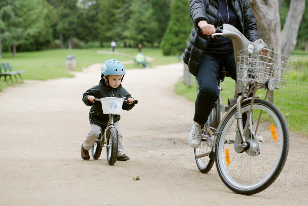 Als erste Stadt der Welt bietet Paris jetzt auch Leihräder für Kinder an. Der Anfangsbestand von 300 Rädern soll rasch erhöht werden.