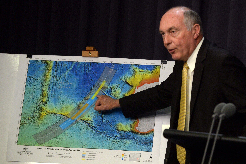 Im australischen Parliament House zeigteInfrastrukturminister Warren Truss, wo die Regierungen von Malaysia, China und Australien die Suche fortsetzen wollen: Es handelt sich um einen 60.000 Quadratkilometer großen Streifen im südlichen indischen Ozean.