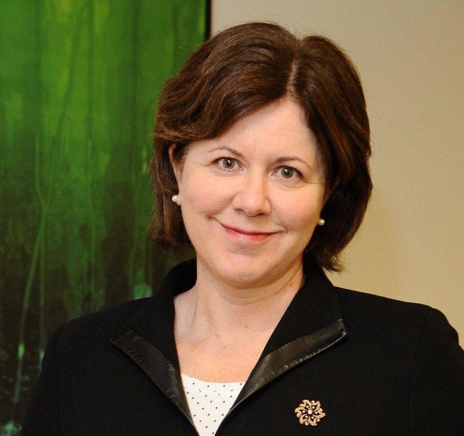 Adrienne Hall, Microsofts General Manager Trustworthy Computing, begründet die Fehlerbeseitigung unter XP und mahnt zum Umstieg auf modernere Versionen von Windows.