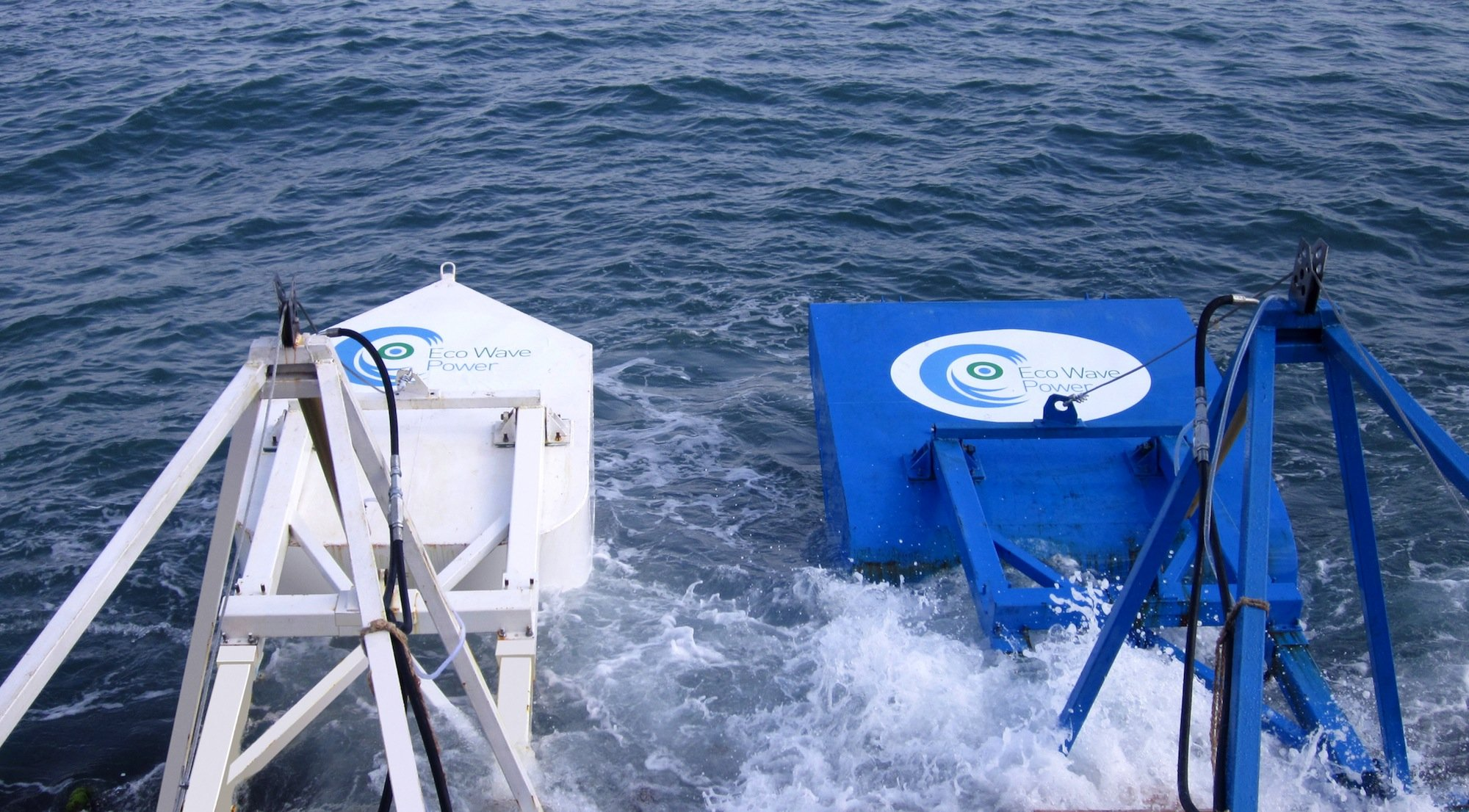 Schwimmkörper des Wellenkraftwerks, das israelische Ingenieure entwickelt haben. Die Körper erzeugen durch die Wellenbewegungen Druck, der in Strom umgewandelt wird. Gibraltar will nun ein solches Kraftwerk direkt an seiner Küste errichten.